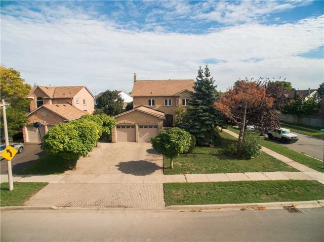 Main Photo: 2229 Towne Boulevard in Oakville: River Oaks House (2-Storey) for sale : MLS® # W3628432