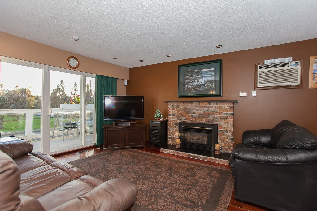 Photo 7: 27303 29 Avenue in Langley: Aldergrove Langley House for sale : MLS® # R2124202