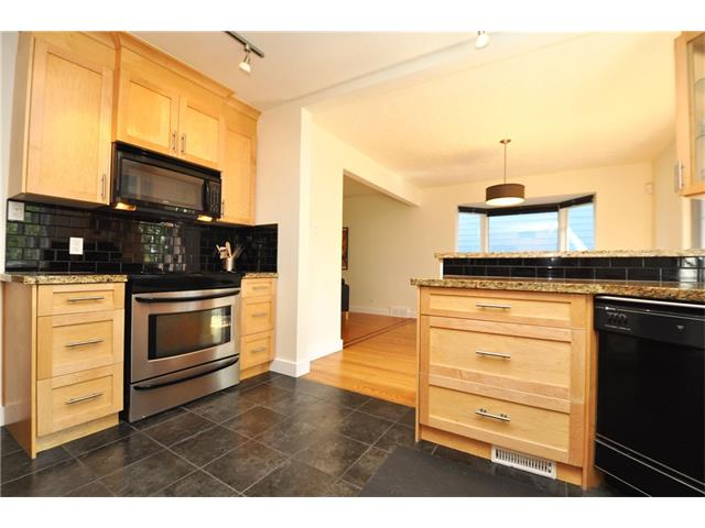 Photo 3: 3031 25 Street SW in Calgary: Richmond House for sale : MLS® # C4092785