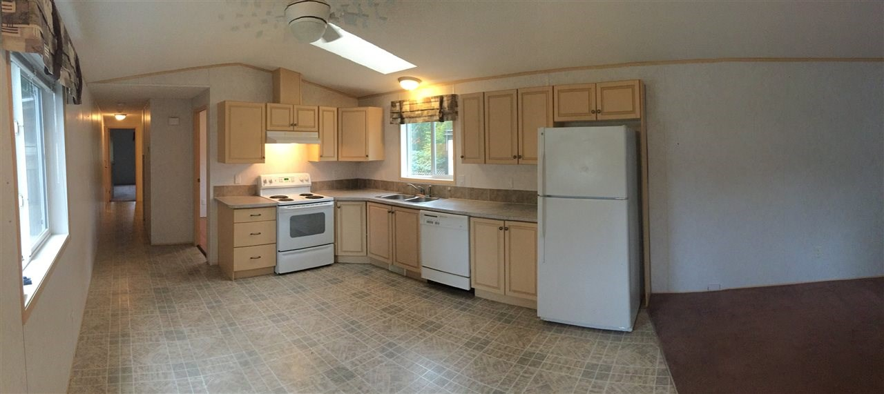 "Main Photo:  in Sechelt: Sechelt District Manufactured Home for sale in ""PONDEROSA PINES MOBILE HOME PARK"" (Sunshine Coast)  : MLS(r) # R2131037"