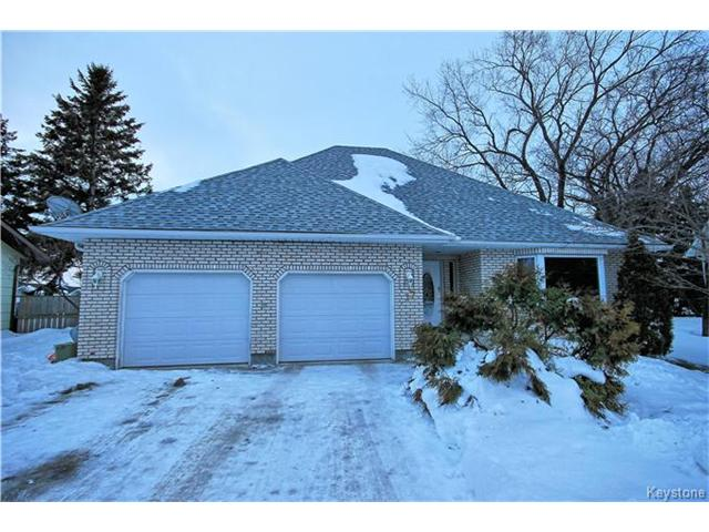 Main Photo: 17 Cedar Crescent in Morris: R17 Residential for sale : MLS(r) # 1701464