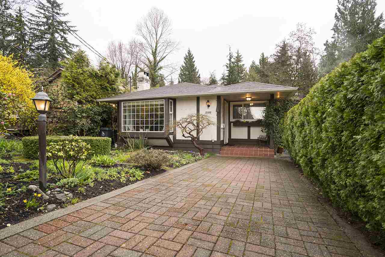"Photo 1: 2332 MACKAY Avenue in North Vancouver: Pemberton Heights House for sale in ""PEMBERTON HEIGHTS"" : MLS(r) # R2155048"