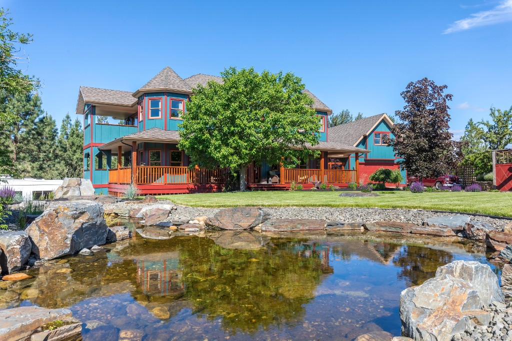 Main Photo: 4170 Seddon Rd in Kelowna: Sounth East Kelowna House with Acreage for sale : MLS®# 10135953