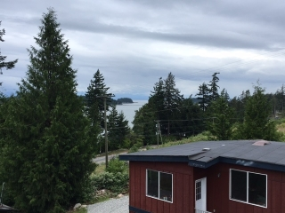 Main Photo: 5918 SUNSHINE COAST Highway in Sechelt: Sechelt District House for sale (Sunshine Coast)  : MLS® # R2178105