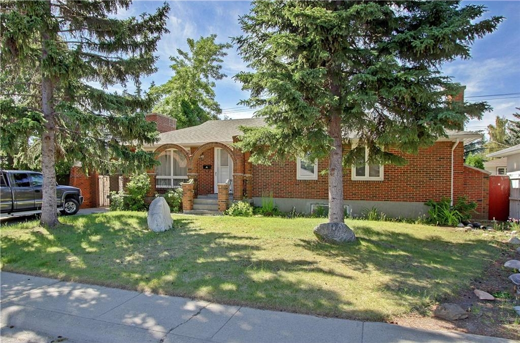Main Photo: 145 HANOVER Road SW in Calgary: Haysboro House for sale : MLS(r) # C4125814