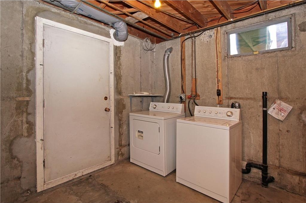 LAUNDRY ROOM/BASEMENT ENTRANCE