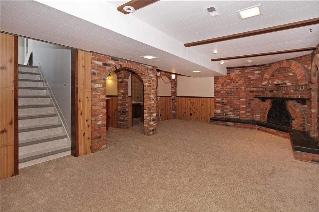 FAMILY ROOM -BASEMENT