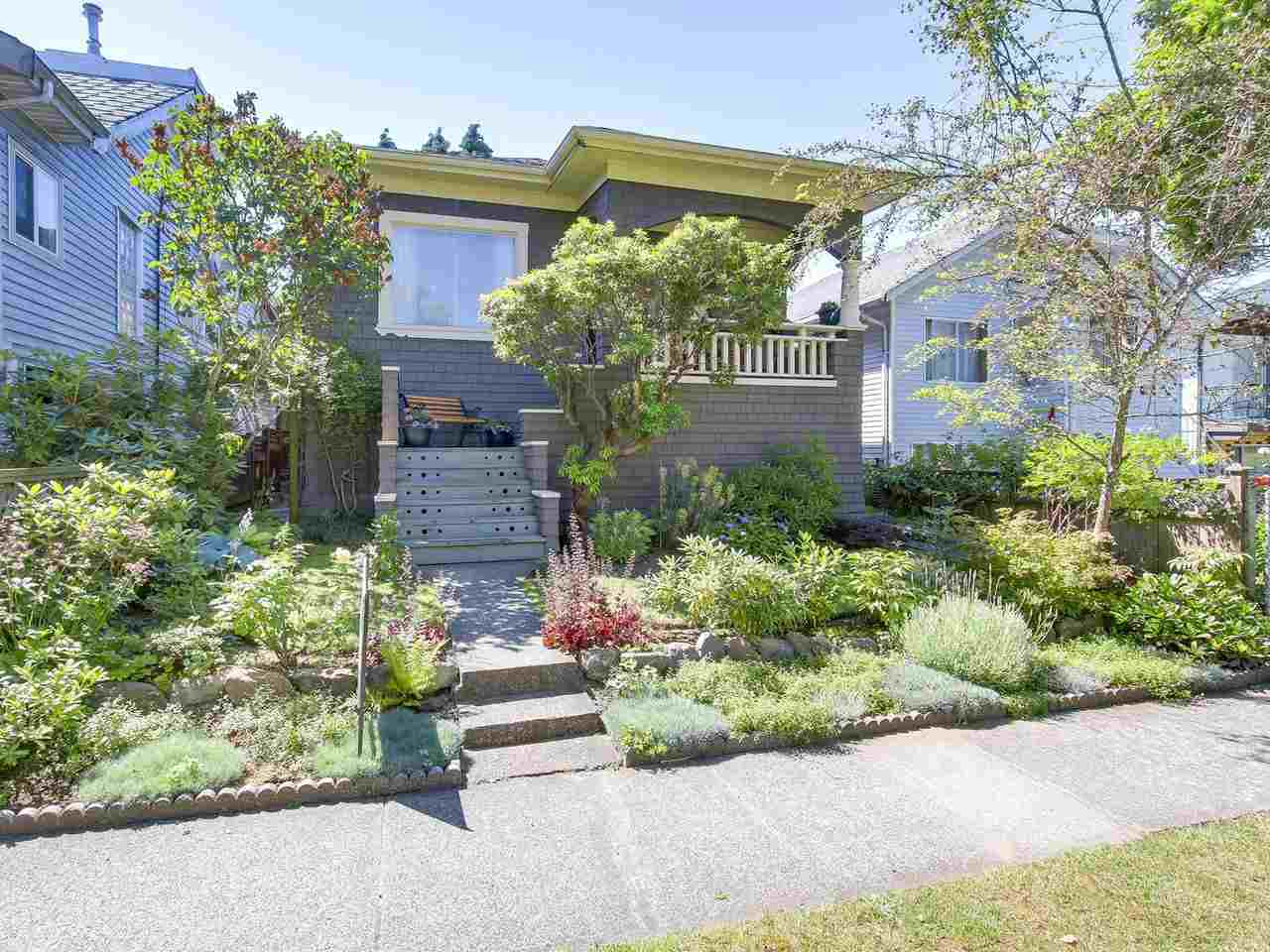 Main Photo: 5239 CHESTER Street in Vancouver: Fraser VE House for sale (Vancouver East)  : MLS® # R2186295