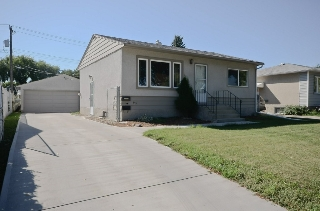 Main Photo: 3417 121 Avenue in Edmonton: Zone 23 House for sale : MLS® # E4080590