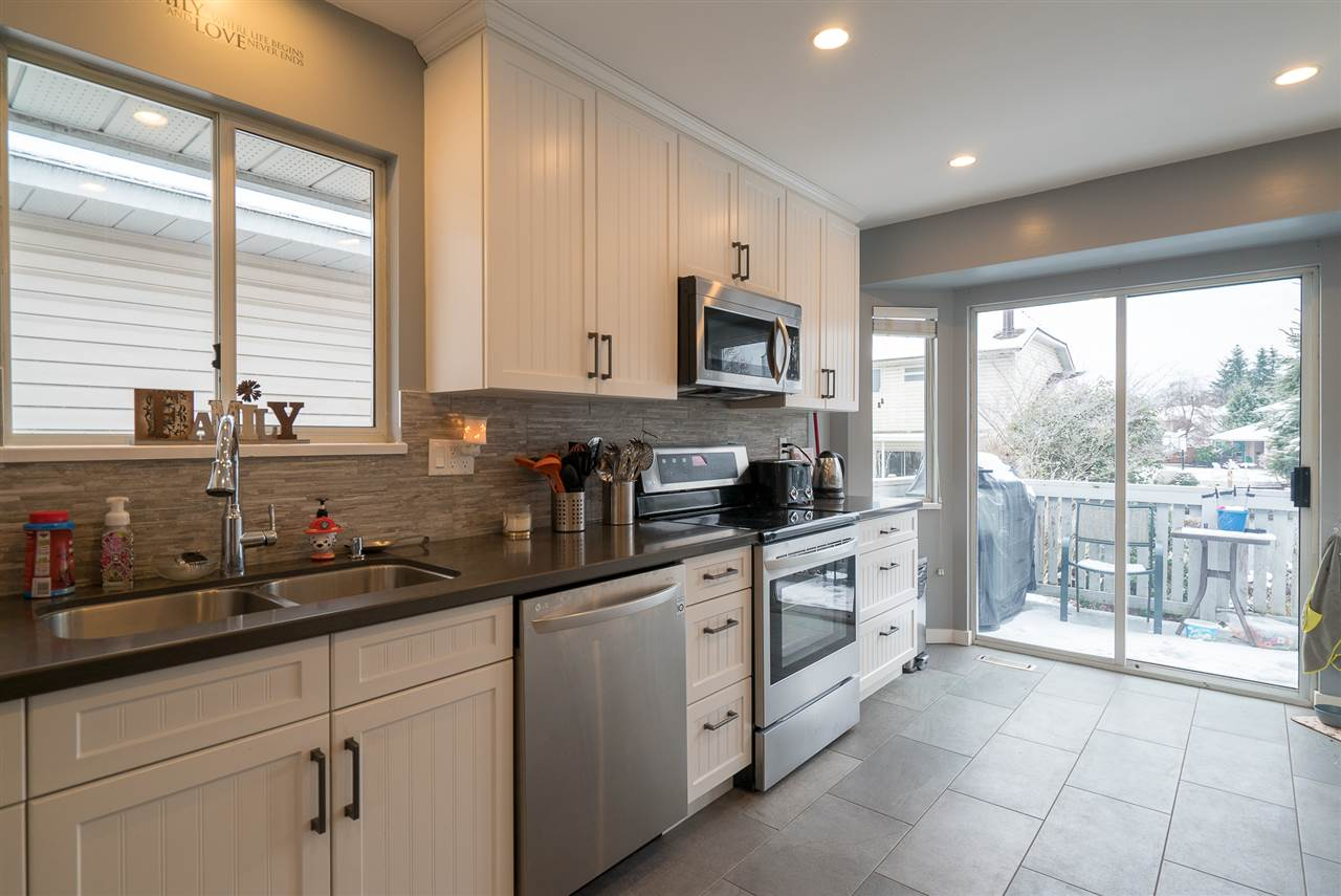 Photo 5: Photos: 21098 92B Avenue in Langley: Walnut Grove House for sale : MLS® # R2228893