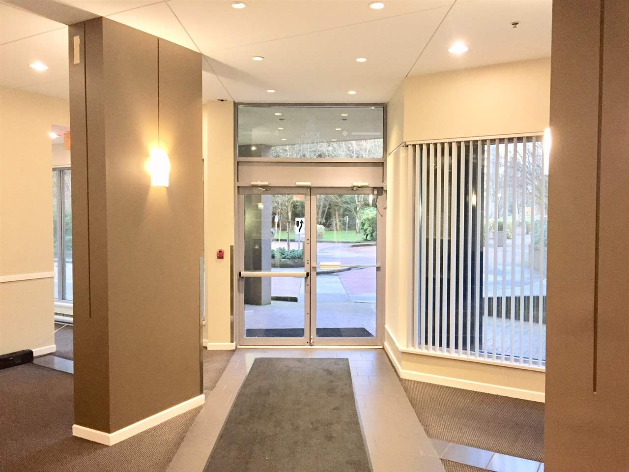 "Photo 5: Photos: 407 9830 WHALLEY Boulevard in Surrey: Whalley Condo for sale in ""KING GEORGE PARK"" (North Surrey)  : MLS® # R2237468"