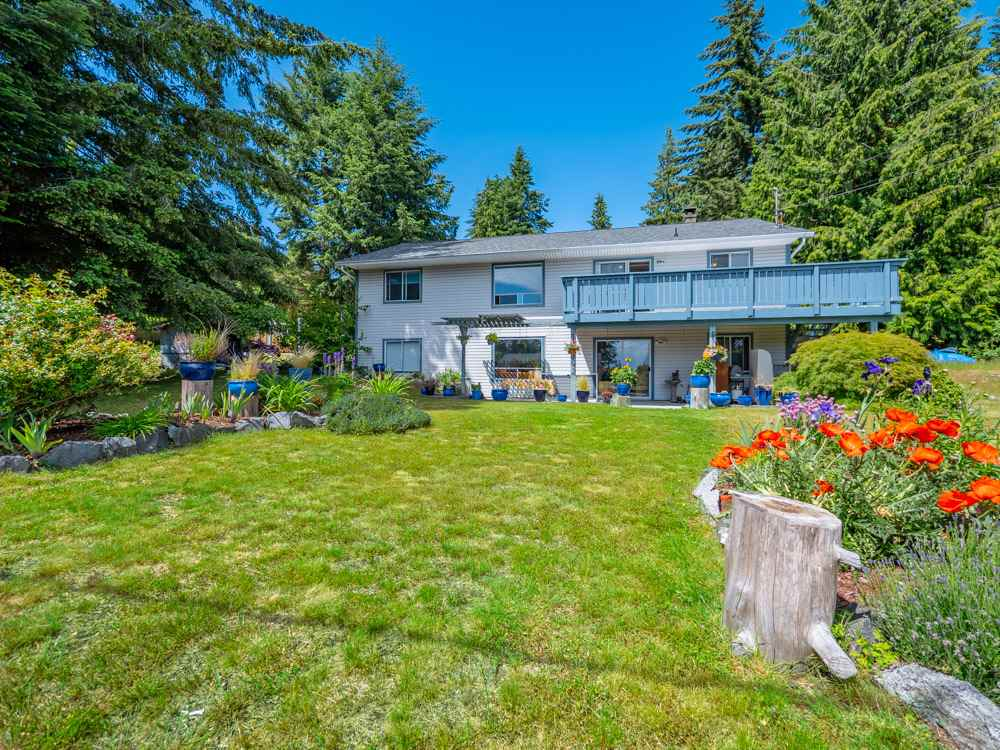 Main Photo:  in Sechelt: Sechelt District House for sale (Sunshine Coast)  : MLS®# R2272815