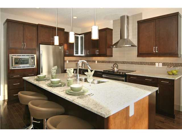 Main Photo: 635 18 Avenue NW in CALGARY: Mount Pleasant Residential Attached for sale (Calgary)  : MLS®# C3501873