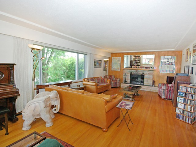 Photo 2: 1076 E 29TH Avenue in Vancouver: Fraser VE House for sale (Vancouver East)  : MLS(r) # V1062394