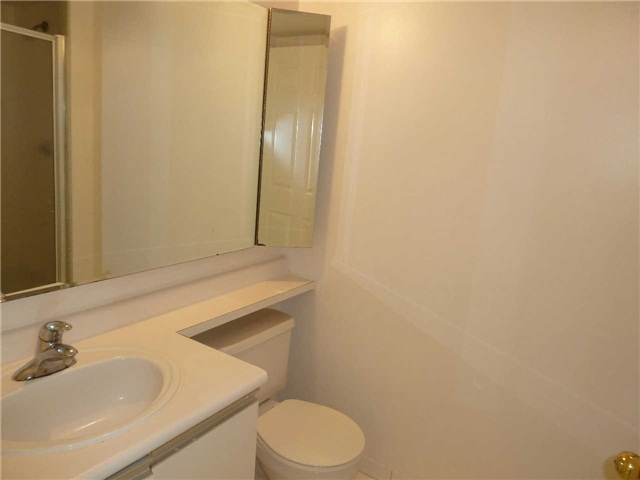Photo 8: 1611 285 Enfield Place in Mississauga: City Centre Condo for lease : MLS(r) # W3253344