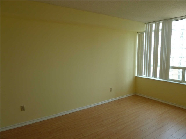 Photo 6: 1611 285 Enfield Place in Mississauga: City Centre Condo for lease : MLS(r) # W3253344