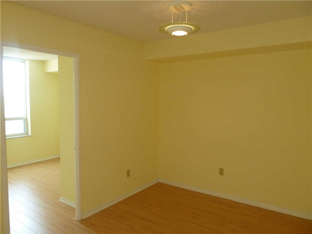 Photo 5: 1611 285 Enfield Place in Mississauga: City Centre Condo for lease : MLS(r) # W3253344