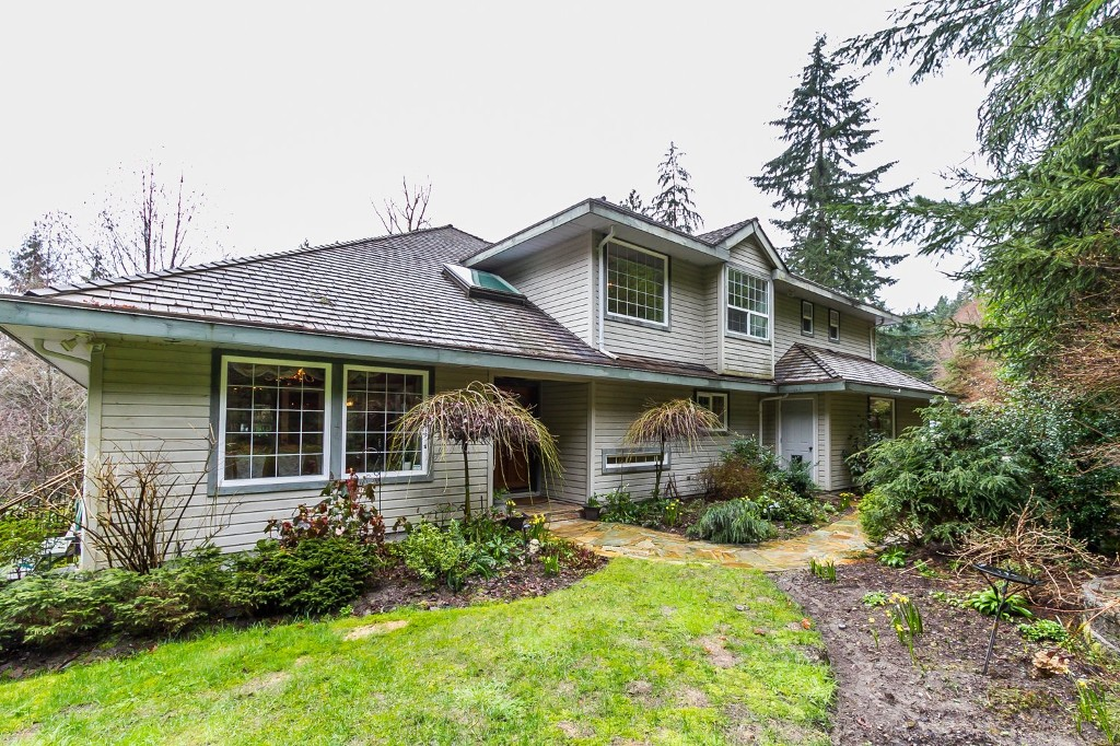 Main Photo: 260 ALPINE Drive: Anmore House for sale (Port Moody)  : MLS® # R2044852