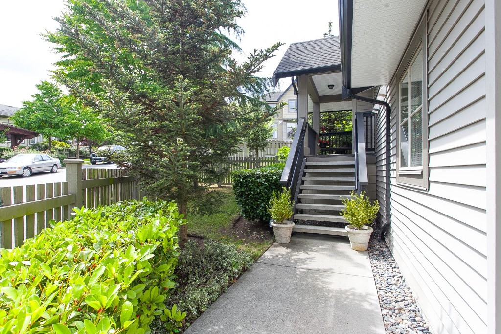 "Photo 2: 92 15152 62A Avenue in Surrey: Sullivan Station Townhouse for sale in ""Uplands at Panorama Place"" : MLS(r) # R2072531"