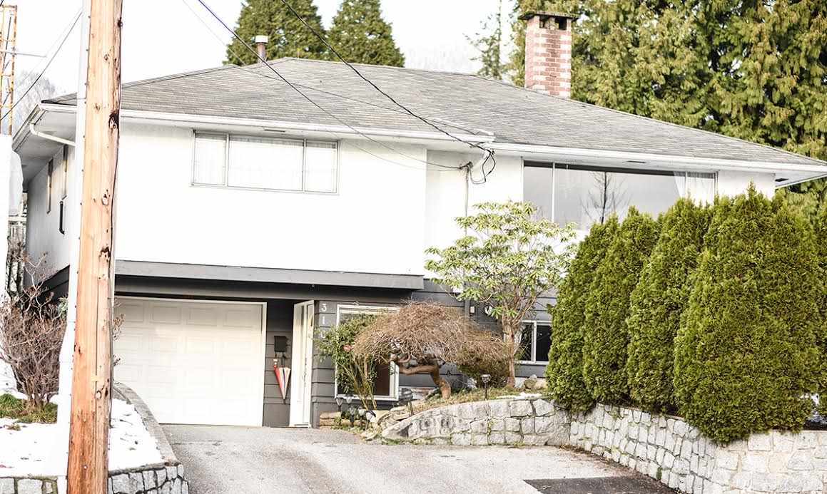 Main Photo: 316 W QUEENS Road in North Vancouver: Upper Lonsdale House for sale : MLS®# R2127378