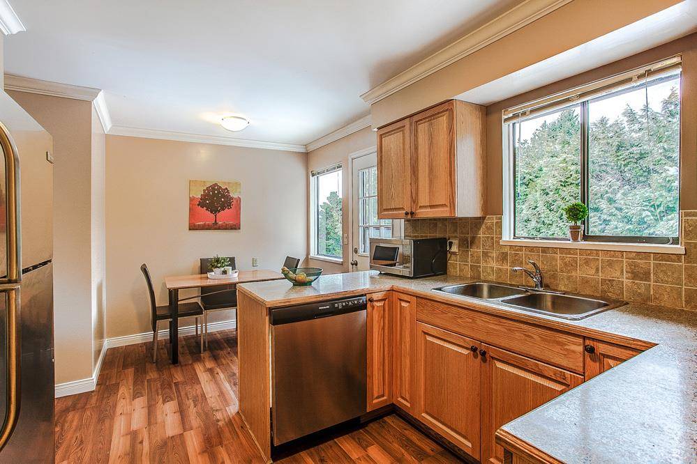 Photo 3: 3271 NORFOLK Street in Port Coquitlam: Lincoln Park PQ House for sale : MLS® # R2139122