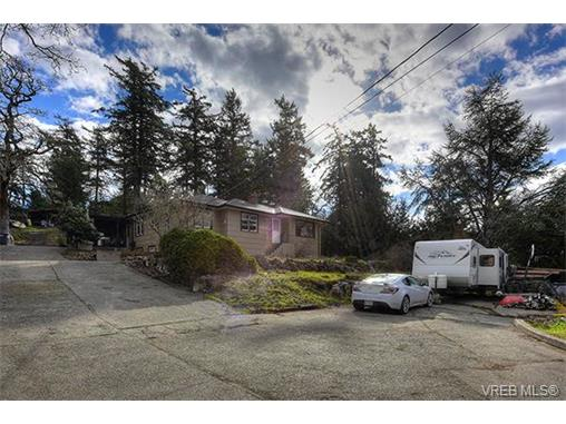 Photo 3: 3983 Holland Avenue in VICTORIA: SW Strawberry Vale Single Family Detached for sale (Saanich West)  : MLS® # 374483