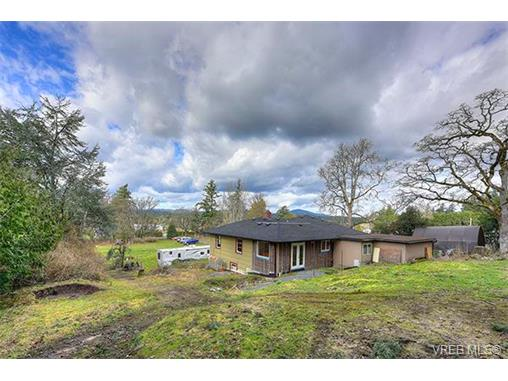 Photo 15: 3983 Holland Avenue in VICTORIA: SW Strawberry Vale Single Family Detached for sale (Saanich West)  : MLS® # 374483