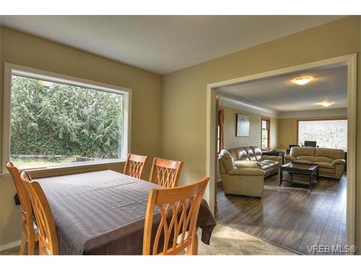 Photo 7: 3983 Holland Avenue in VICTORIA: SW Strawberry Vale Single Family Detached for sale (Saanich West)  : MLS® # 374483