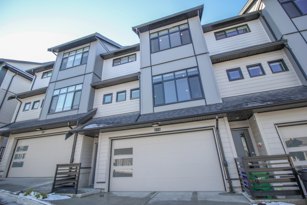 "Main Photo: 51 15177 60 Avenue in Surrey: Sullivan Station Townhouse for sale in ""EVOQUE"" : MLS® # R2144236"