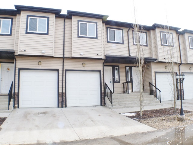 Main Photo:  in Edmonton: Zone 30 Townhouse for sale : MLS(r) # E4055302
