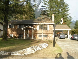Main Photo: 21214 MOUNTVIEW Crescent in Hope: Hope Kawkawa Lake House for sale : MLS(r) # R2149431