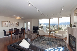 "Main Photo: 902 1405 W 12TH Avenue in Vancouver: Fairview VW Condo for sale in ""THE WARRENTON"" (Vancouver West)  : MLS(r) # R2157273"