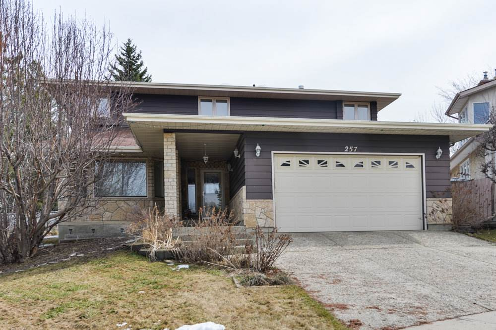 Main Photo: 257 GREENOCH Crescent in Edmonton: Zone 29 House for sale : MLS(r) # E4060726