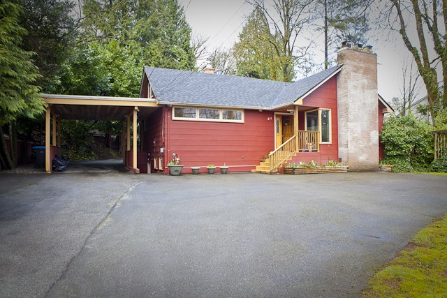 Main Photo: 311 IOCO ROAD in Port Moody: North Shore Pt Moody House for sale : MLS®# R2138850