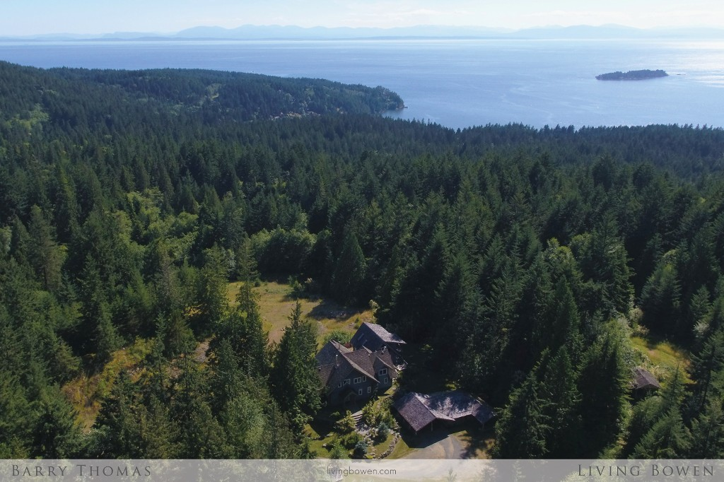 Main Photo: 650 Laura Road in Bowen Island: Bowen Bay House for sale : MLS® # R2187704