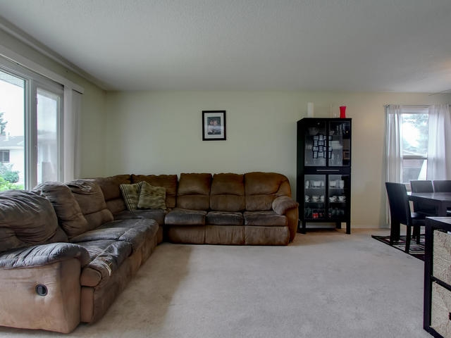 Photo 4: 1042 82 Street in Edmonton: Zone 29 House for sale : MLS® # E4076942