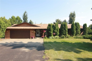 Main Photo: 15 Manor View Crescent: Rural Sturgeon County House for sale : MLS® # E4082470