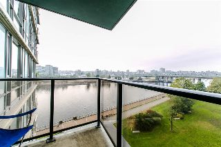 Main Photo: 703 8 SMITHE Mews in Vancouver: Yaletown Condo for sale (Vancouver West)  : MLS® # R2217366