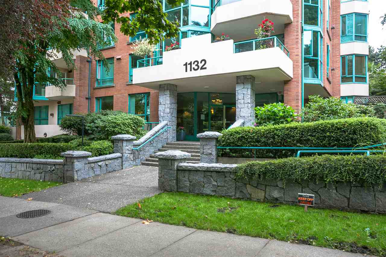 "Main Photo: 504 1132 HARO Street in Vancouver: West End VW Condo for sale in ""THE REGENT"" (Vancouver West)  : MLS® # R2237242"