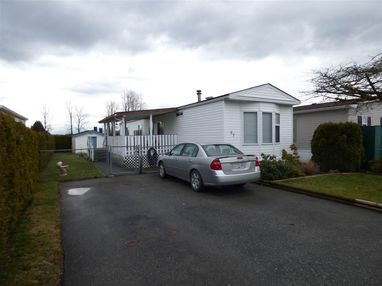 "Main Photo: 57 41168 LOUGHEED Highway in Mission: Dewdney Deroche Manufactured Home for sale in ""OASIS COUNTRY ESTATES"" : MLS® # R2244919"