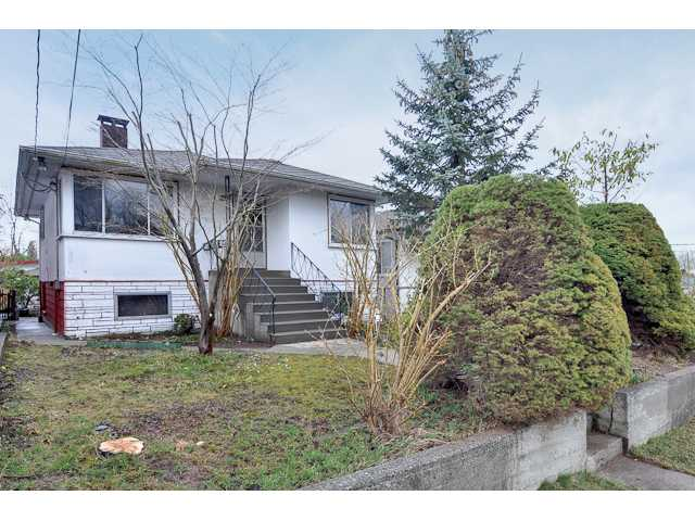 "Photo 2: 3551 WALKER ST in Vancouver: Grandview VE House for sale in ""TROUT LAKE"" (Vancouver East)  : MLS(r) # V875248"