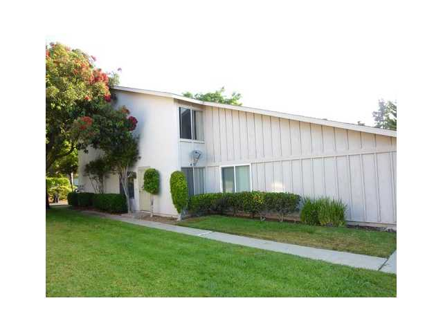 Main Photo: UNIVERSITY CITY Townhome for sale : 2 bedrooms : 7845 Camino Glorita in San Diego