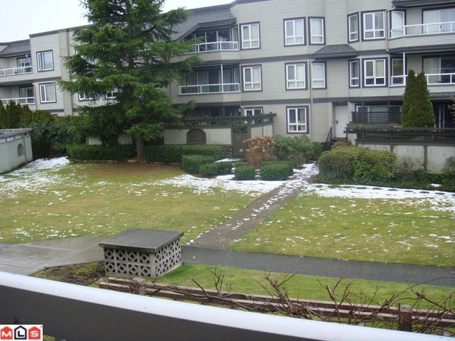 Photo 2: 202 1860 E SOUTHMERE Crest in Surrey: Sunnyside Park Surrey Condo for sale (South Surrey White Rock)  : MLS® # F1201841
