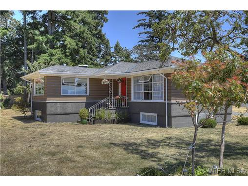 Photo 2: 300 Kenning Court in VICTORIA: Co Lagoon Single Family Detached for sale (Colwood)  : MLS® # 353425