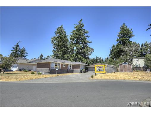 Main Photo: 300 Kenning Court in VICTORIA: Co Lagoon Single Family Detached for sale (Colwood)  : MLS® # 353425