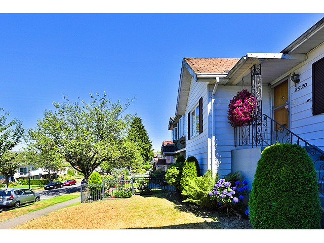 Main Photo: 2520 E 28TH Avenue in Vancouver: Collingwood VE House for sale (Vancouver East)  : MLS® # V1138108