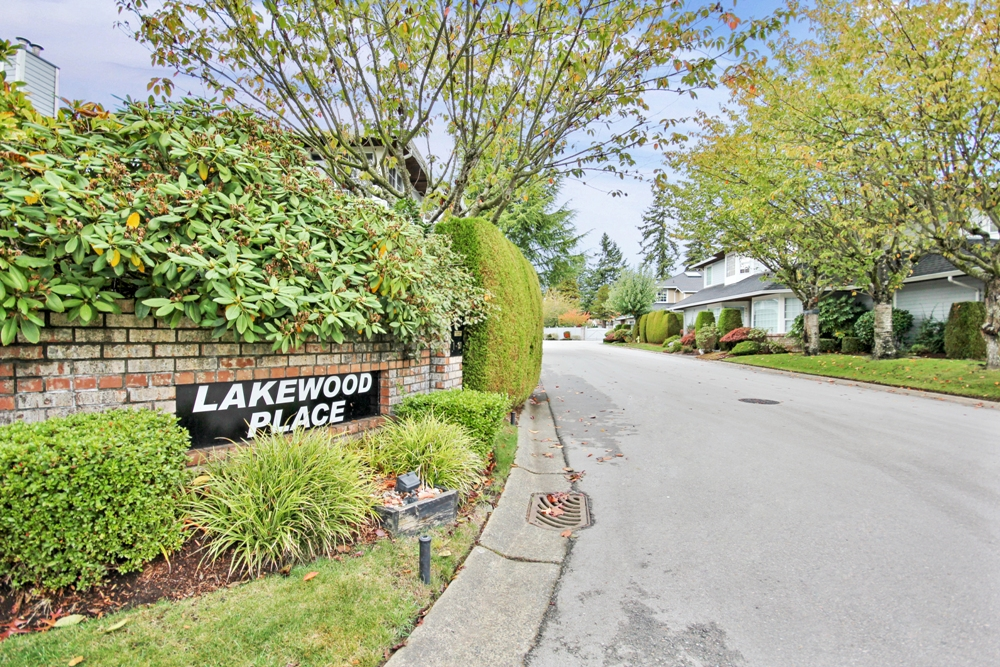 "Main Photo: 26 6061 W BOUNDARY Drive in Surrey: Panorama Ridge Townhouse for sale in ""Lakewood Place"" : MLS®# R2008113"