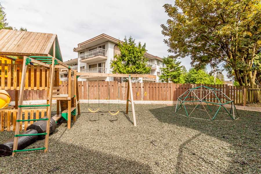 "Photo 13: 25 33293 E BOURQUIN Crescent in Abbotsford: Central Abbotsford Townhouse for sale in ""Brighton Court"" : MLS(r) # R2064230"