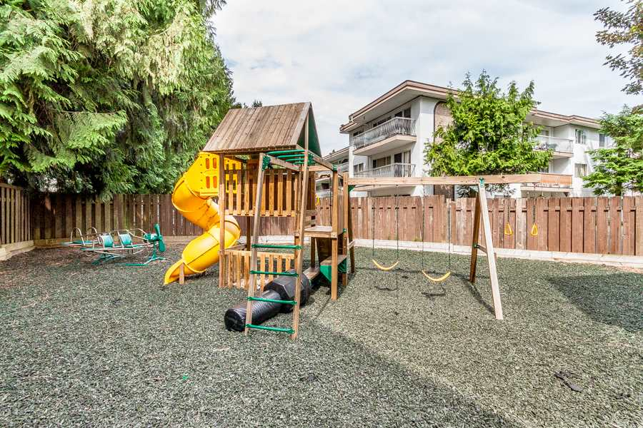 "Photo 14: 25 33293 E BOURQUIN Crescent in Abbotsford: Central Abbotsford Townhouse for sale in ""Brighton Court"" : MLS(r) # R2064230"