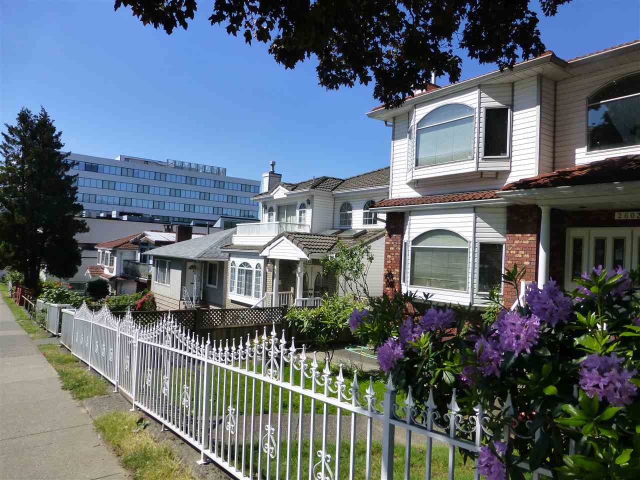 Photo 3: 2655 RENFREW Street in Vancouver: Renfrew VE House for sale (Vancouver East)  : MLS® # R2067647